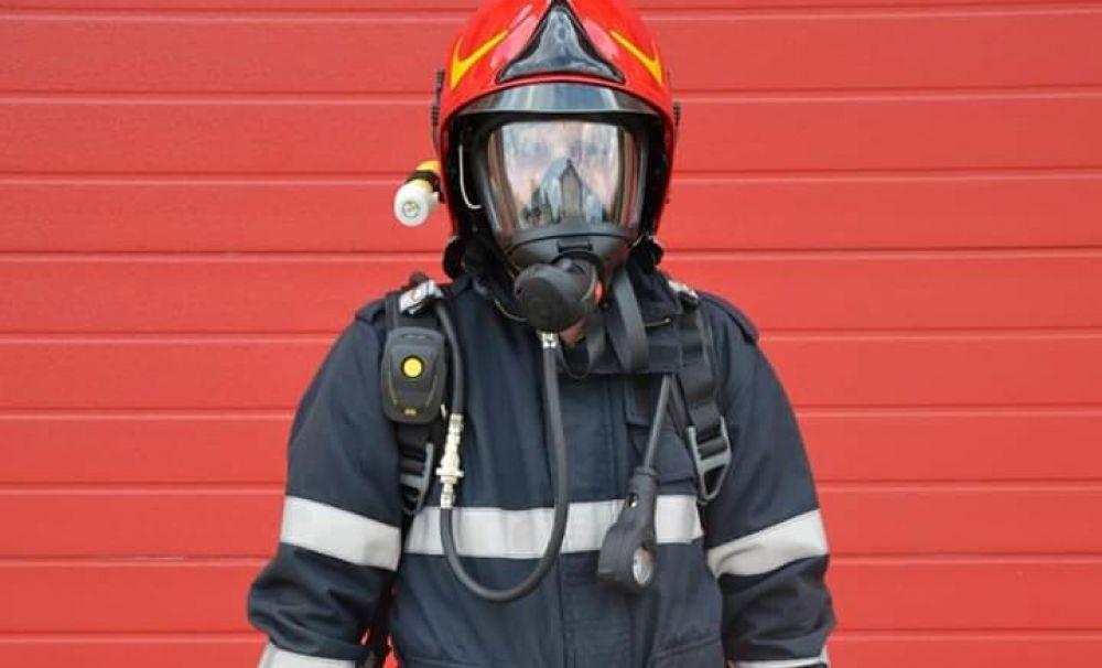 El este pompierul, aflat în timpul liber, care a ajuns primul la casa în flăcări a părinţilor Emiliei Dorobanţu