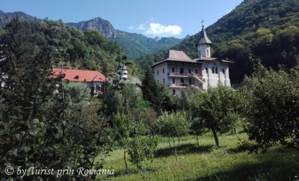 Trei nestemate turistice în Valea Oltului