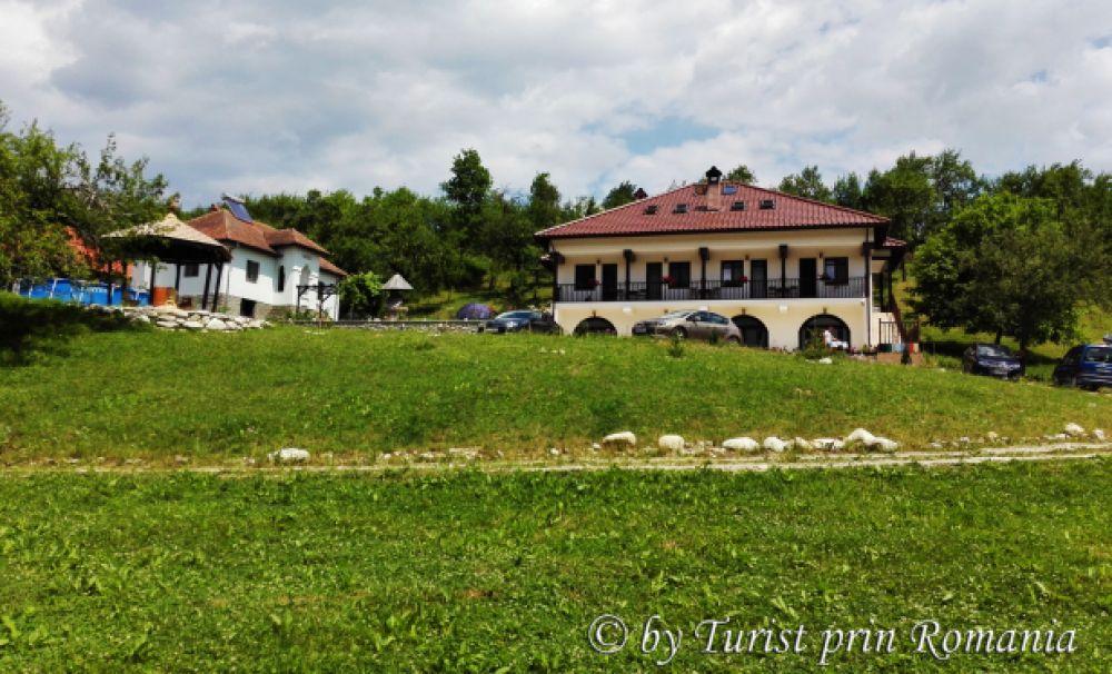 3 sugestii de cazare în Oltenia de sub Munte