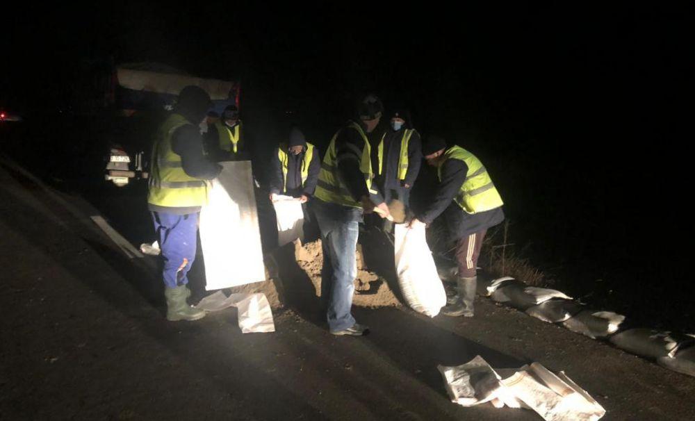 Apele Române Jiu au intervenit și monitorizat râul Jiu toată noaptea