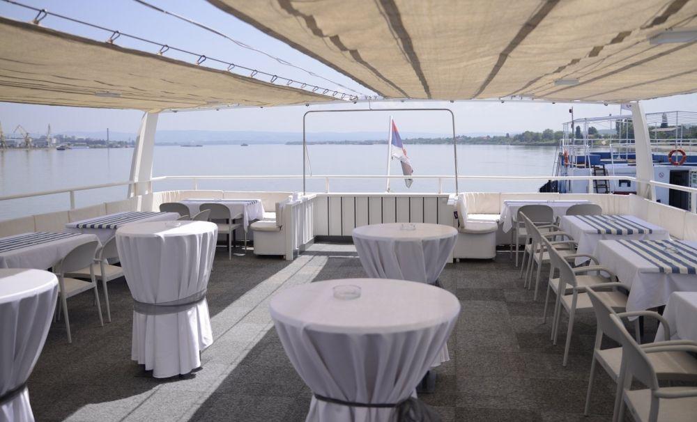 O nouă facilitate pentru turişti: cu feribotul, de la Severin la Kladovo
