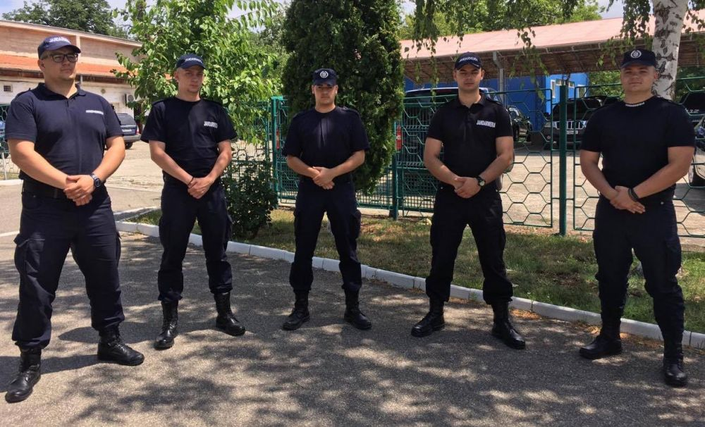 Elevii aflați în practică la Jandarmeria Mehedinți au terminat primul modul al stagiului