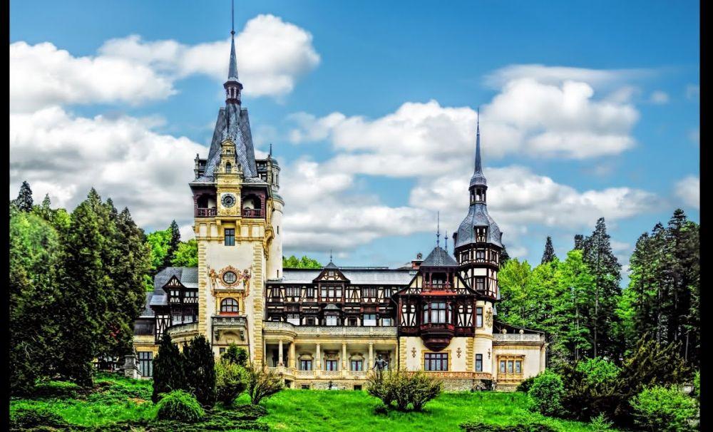 Fântâna principală de pe terasa Castelului Peleș a fost restaurată