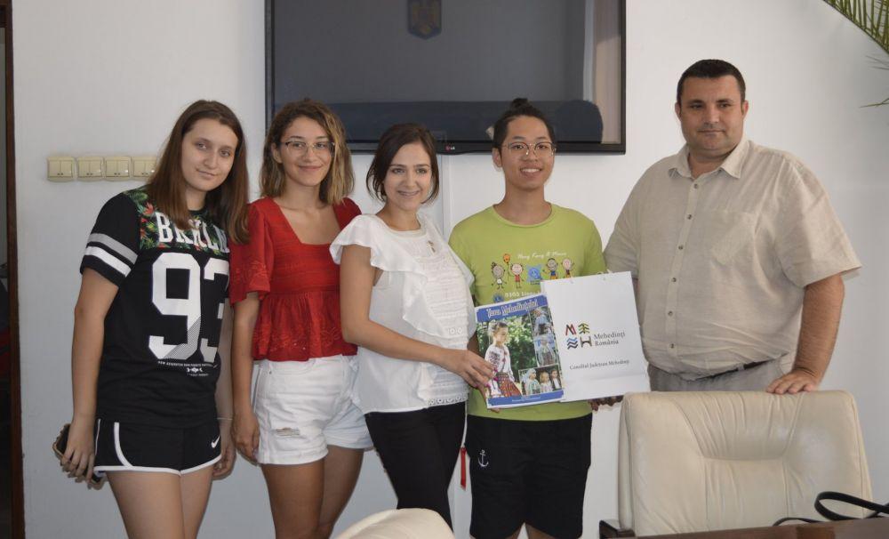 Fost preşedinte al clubului Leo din oraşul Tuen din Hong Kong, în vizită la CJ Mehedinţi