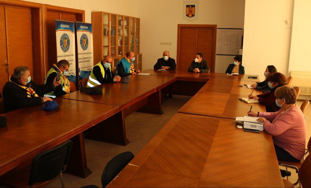 Întâlnire cu reprezentanții sindicatelor și asociațiilor