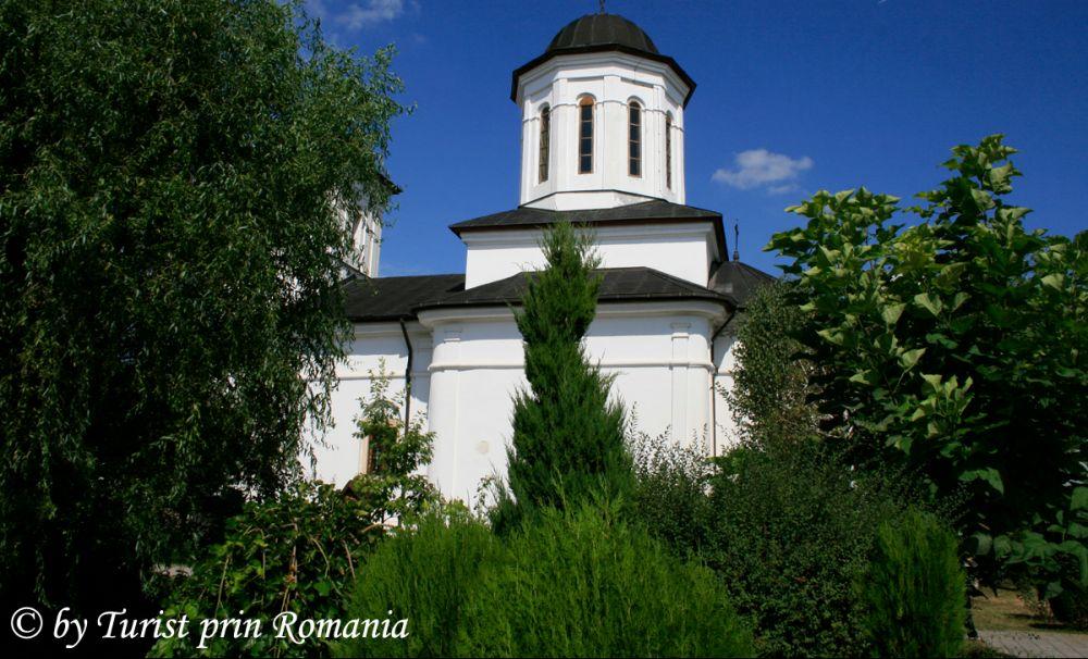 Mănăstirea Nucet - parte din fortificația de apărare a Cetății de Scaun.