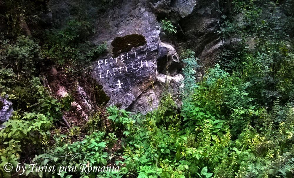 Minunea albă de pa Valea Rudăreasa: Peștera Laptelui