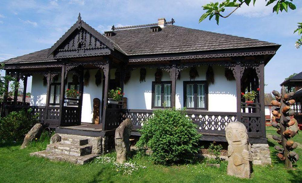 Muzeul Popa, deschis în casa unei familii de creatori populari, Neculai și Elena