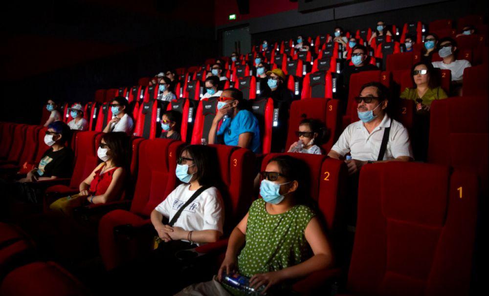 Nu se închid restaurantele, teatrele și cinematografele. Noi reguli pe care trebuie să le aplice