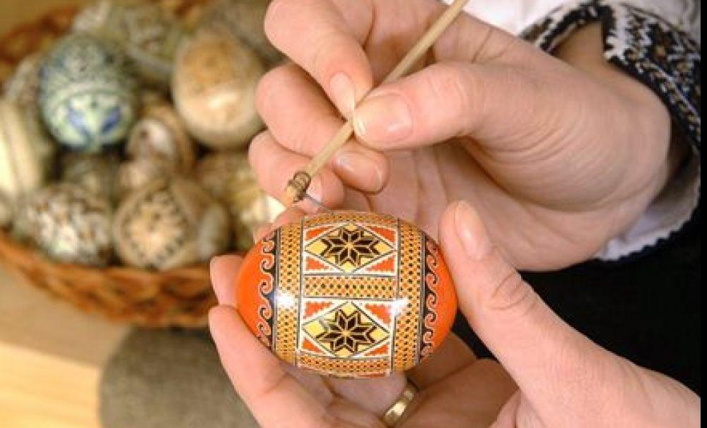 Ouă încondeiate, o tradiție cu rădăcini pe teritoriul României