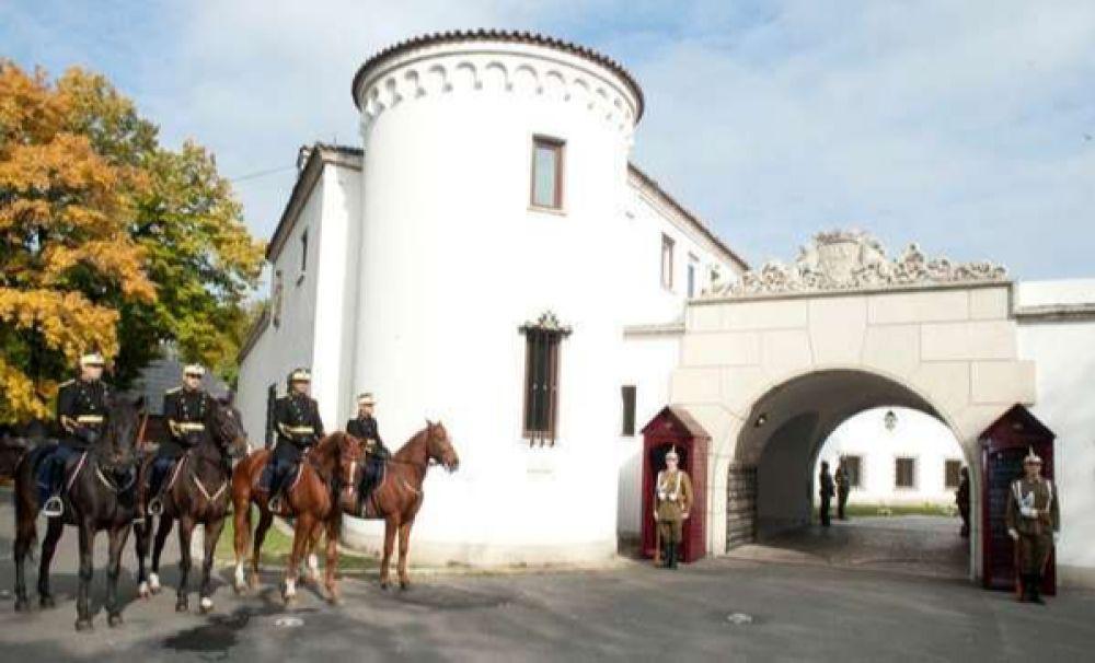Palatul Elisabeta, deschis pentru vizitatori. Expoziții inedite cu decorațiile și uniformele Regelui Mihai I
