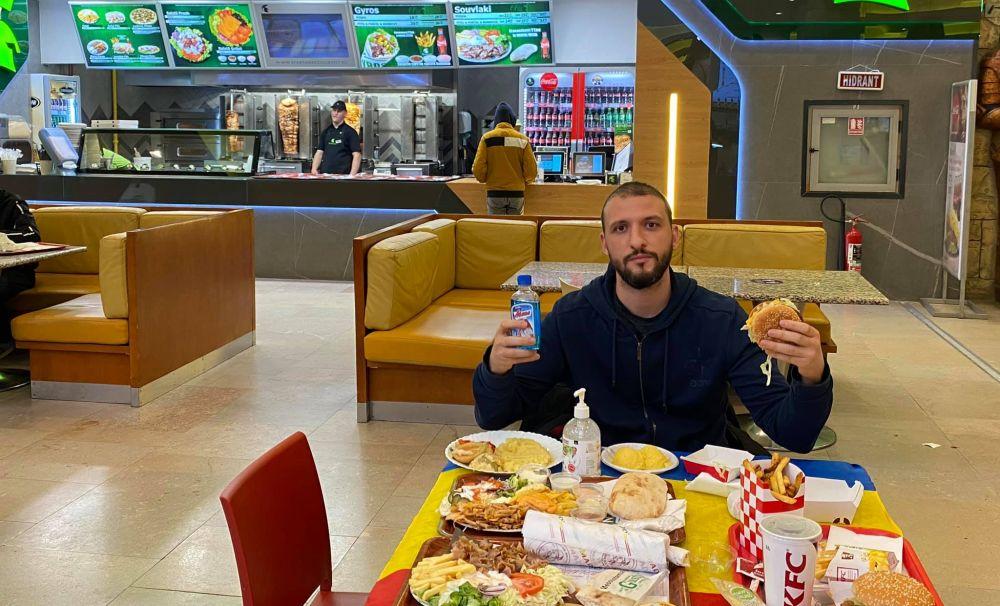 Patronul lanțului de fast-food SPARTAN suspendă activitatea restaurantelor în mall-uri