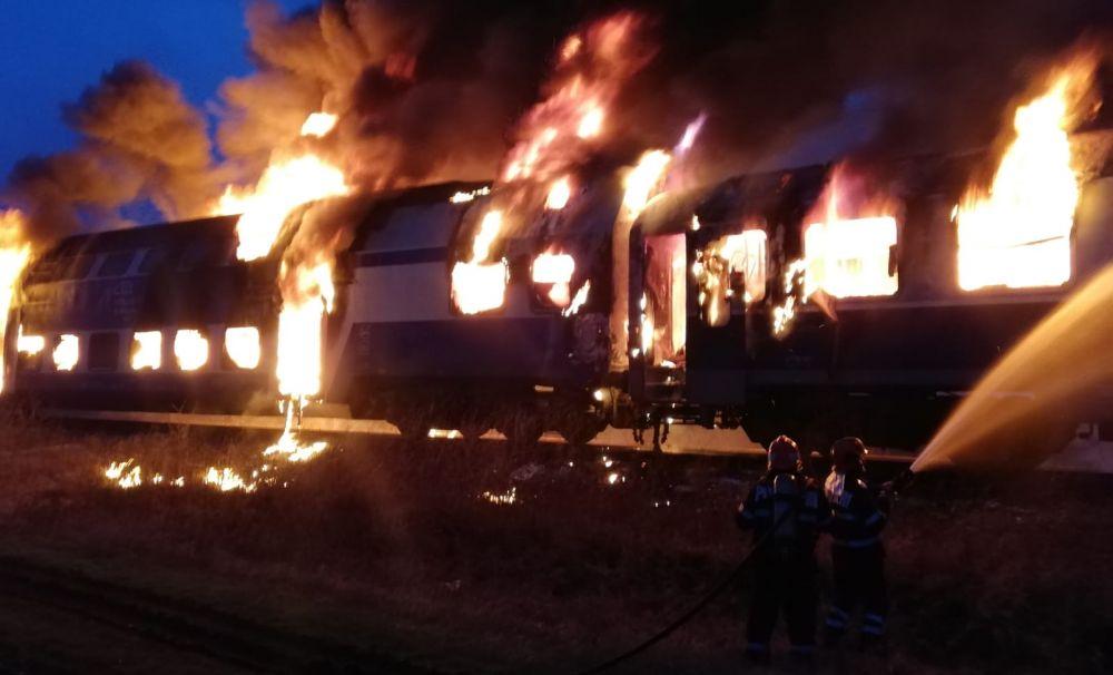 Personalul feroviar care a intervenit la incendiul trenului IR 1825 de marți seara a fost premiat de directorul general al CFR Călători