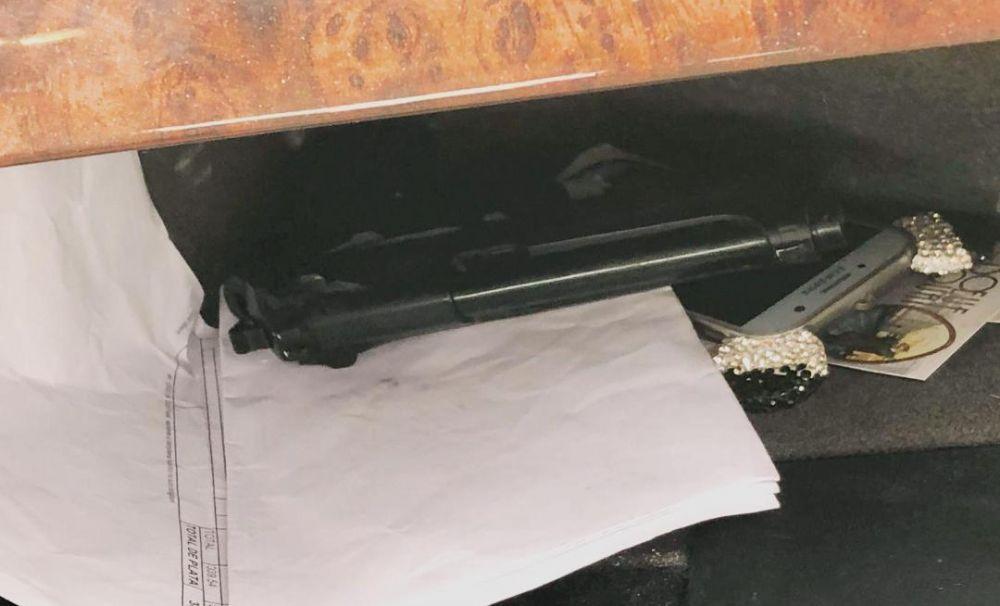 Pistol găsit într-o maşină,  în urma unui control în trafic