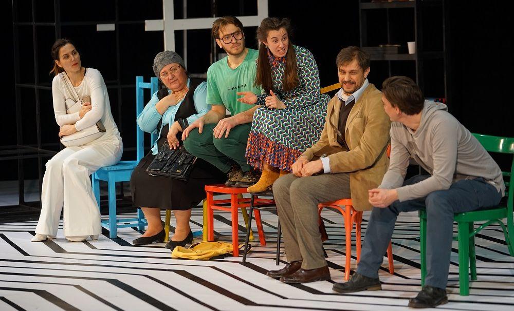 Premieră la Teatrul Național Marin Sorescu Craiova: TOC TOC – o comedie delirantă despre un grup de pacienți cu TOC (tulburare obsesiv-compulsivă)