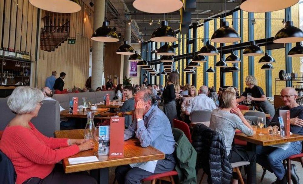 Restaurantele se redeschid de la 1 septembrie. Reprezentanții HoReCa au acceptat condițiile lui Arafat