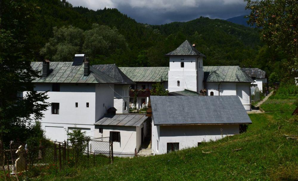 Schitul Iezer, biserica ctitorită de Mircea Ciobanul