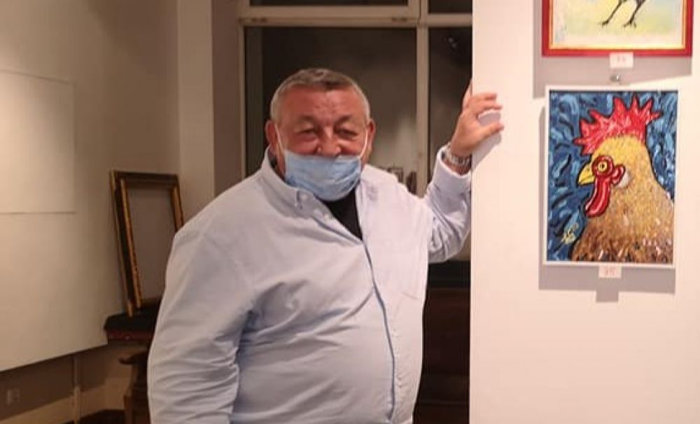 Scriitorul Marius Ghica își expune Cocoșii și cartea la Muzeul de Artă Casa Simian din Râmnicu Vâlcea