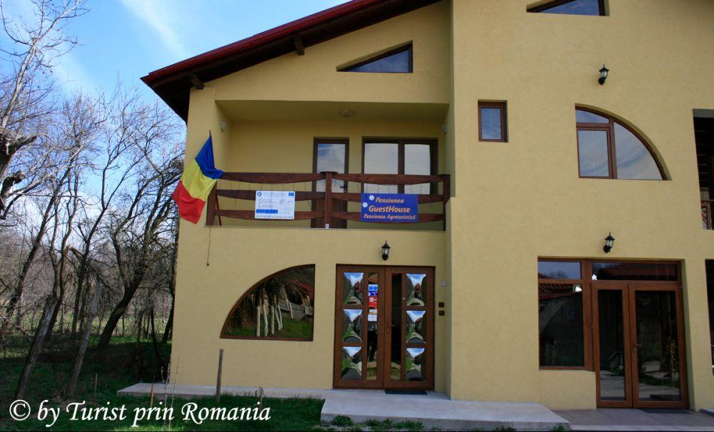 Tradiție și modern la Stănești: Pensiunea GuestHouse