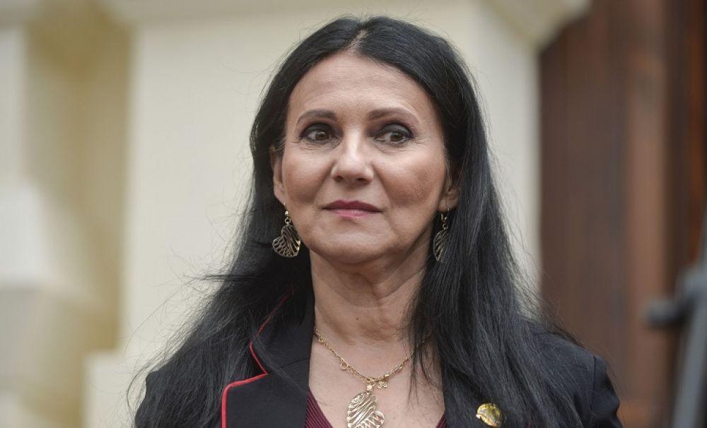 Victime pe bandă rulantă dar ministrul rezistă: Sorina Pintea sau cum să zâmbești cu mortul pe masă